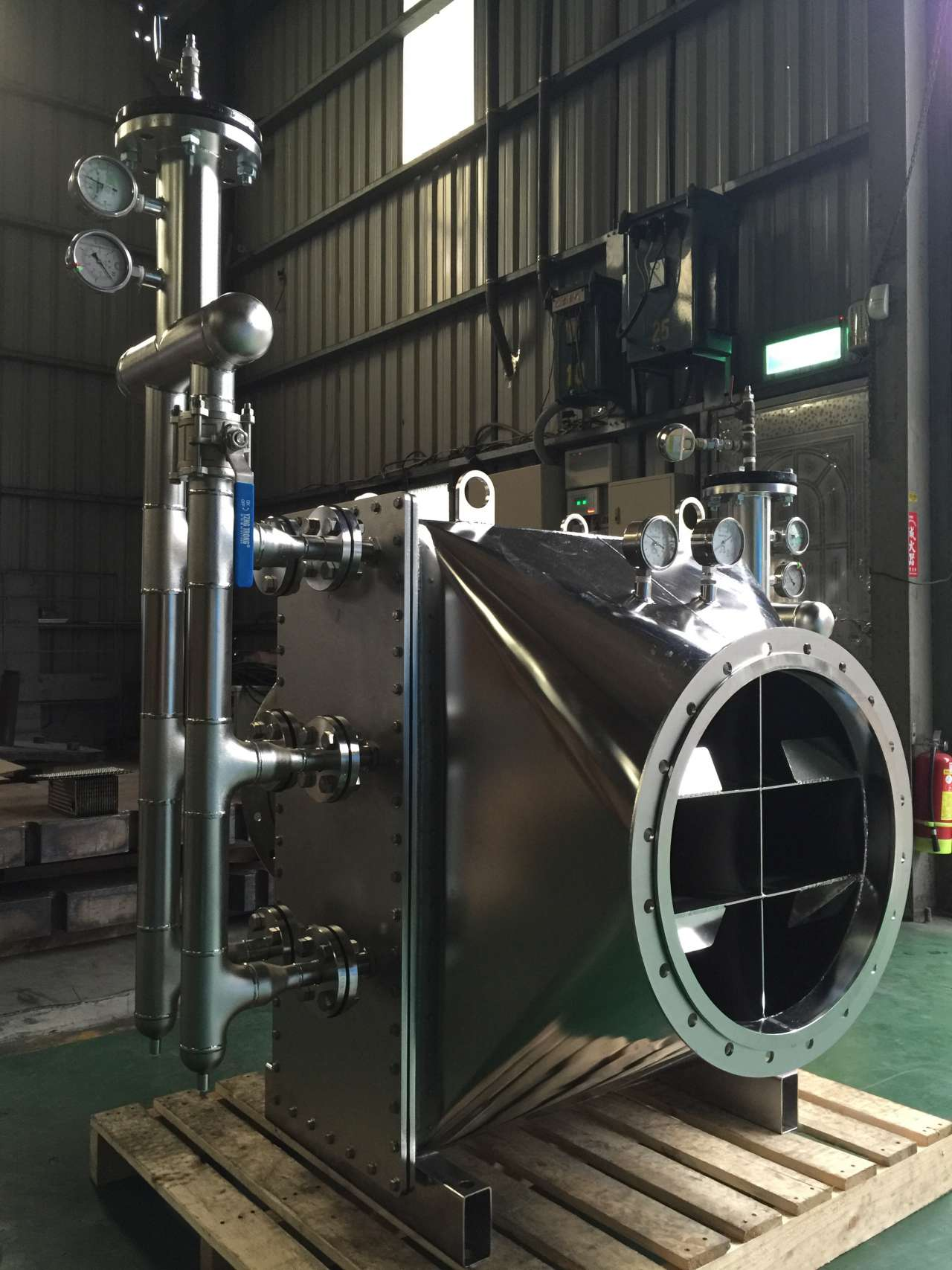 Stainless steel gas / liquid heat exchanger